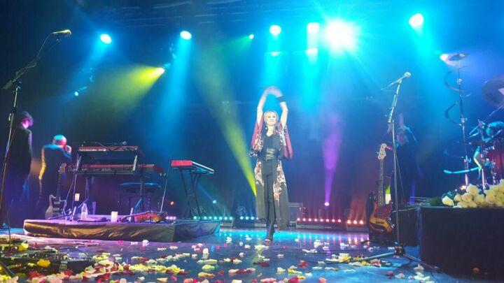 Патрисия Каас станцевала в толпе зрителей на концерте в Казани