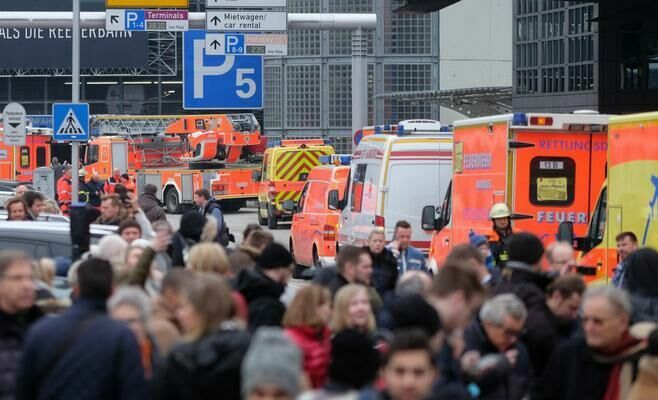 Более 50 человек пострадали при утечке неизвестного вещества в аэропорту Гамбурга