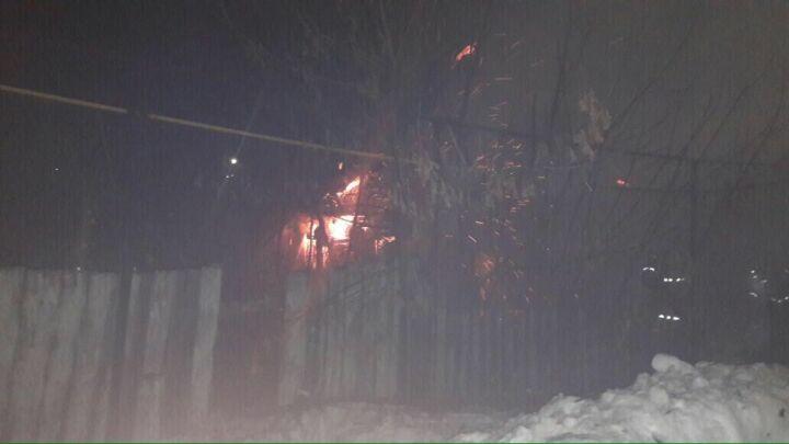 Появилось видео пожара в Чистополе, где погибли мать и двое детей