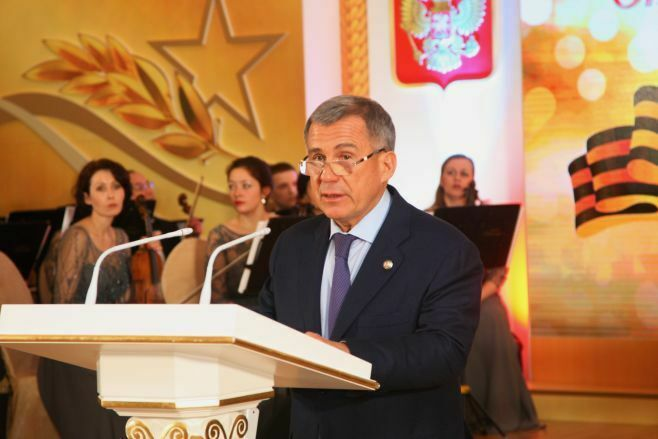 Президент РТ: День защитника Отечества стал символом верности долгу и служения Родине