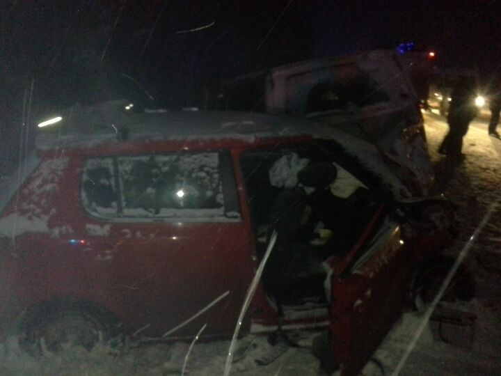 Появились фото лобового столкновения двух иномарок в Лаишевском районе