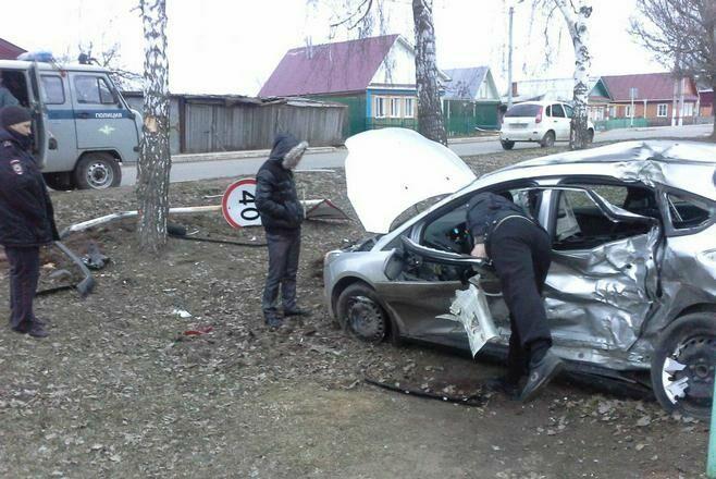 Фото: В Болгаре столкнулись две легковушки, пострадали пять человек