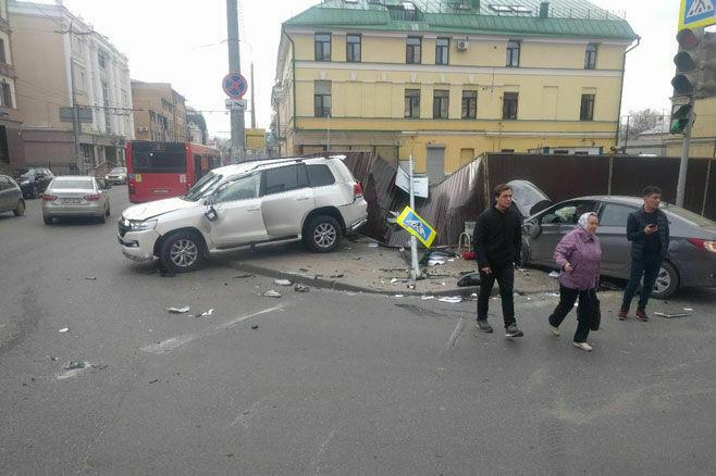 Видео: в центре Казани случилось серьезное ДТП