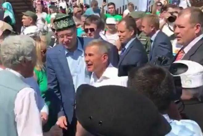 В Сети появилось видео посещения Рустамом Миннихановым казанского Сабантуя