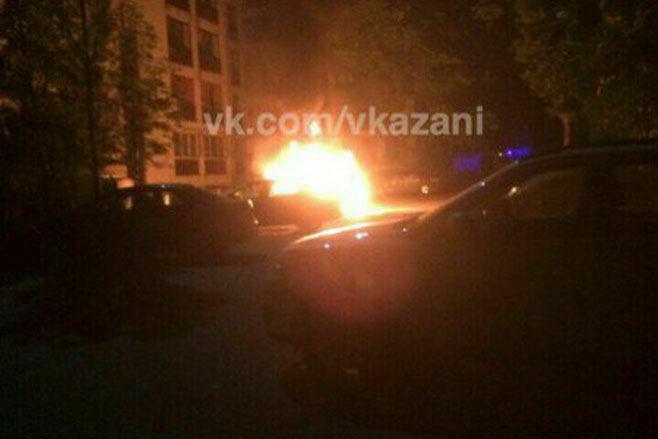 Фото: В Приволжском районе ночью сгорел автомобиль
