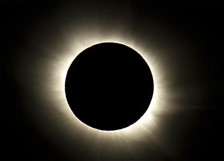 Ученые подсчитали, когда произойдет последнее полное солнечное затмение