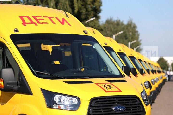 Рустам Минниханов в Муслюмово вручил главам районов ключи от школьных автобусов