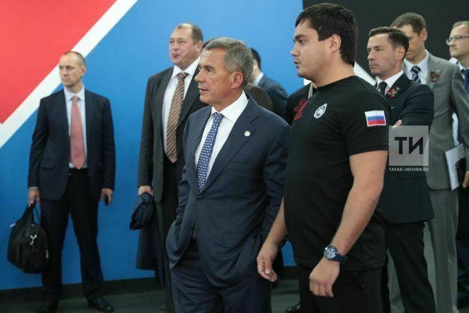 Рустам Минниханов на «Аннушке» осмотрел новые спортобъекты Казанского ипподрома