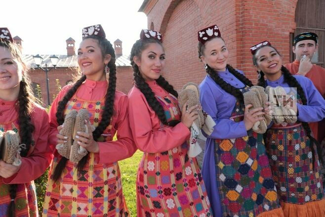 В Казани для делегатов VI съезда Всемирного конгресса татар выступили фольклорные коллективы