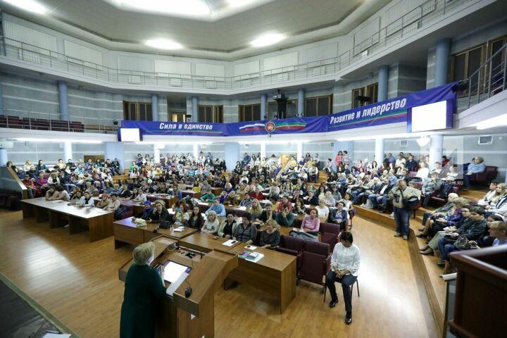 Более 800 человек зарегистрировались на курсы татарского языка в КФУ