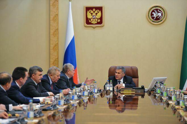 Минниханов поздравил гендиректора «ТАИФа» свключением в«кремлевский доклад»