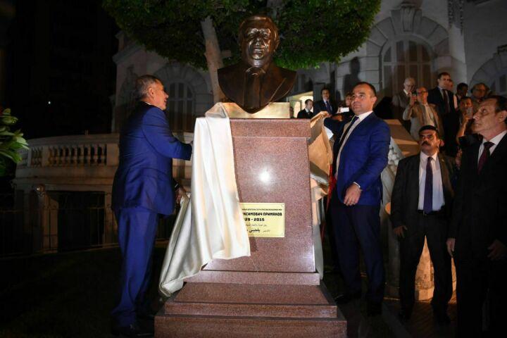 В Каире открыли бюст российскому востоковеду Евгению Примакову