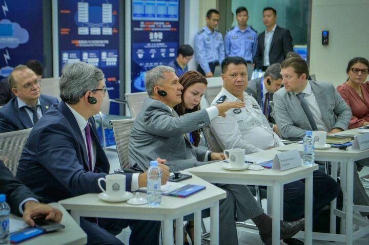 Рустам Минниханов в Китае оценил работу инновационного центра «умная полиция»