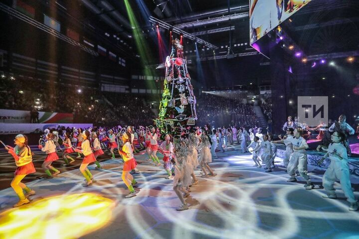 Главную республиканскую елку посетили восемь тысяч детей со всего Татарстана