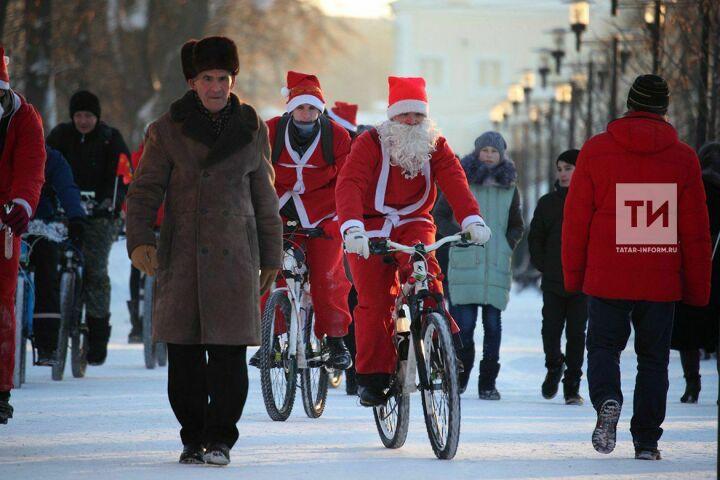 В Казани прошел велопарад Дедов Морозов