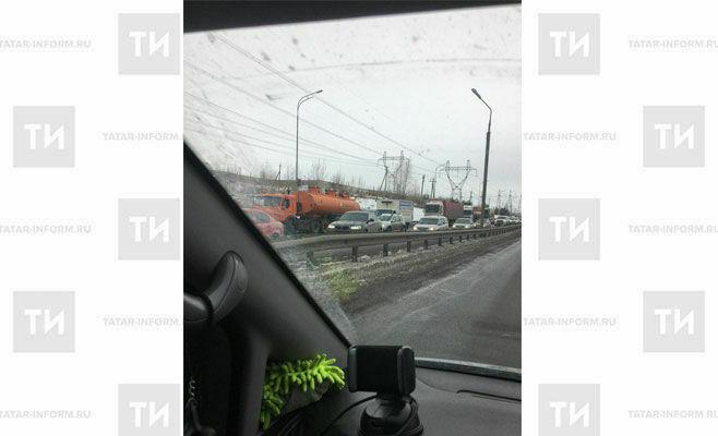 Из-за непогоды перекрыто движение транспорта по трассе из Челнов в Казань