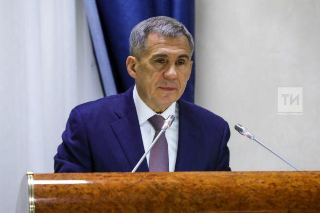 Рустам Минниханов вдвое увеличил вознаграждение удостоенных медали «Ана даны – Материнская слава»