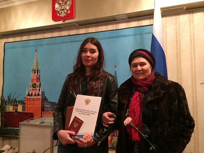 Старейшая представительница татарской диаспоры в Бельгии пришла на выборы с внучкой