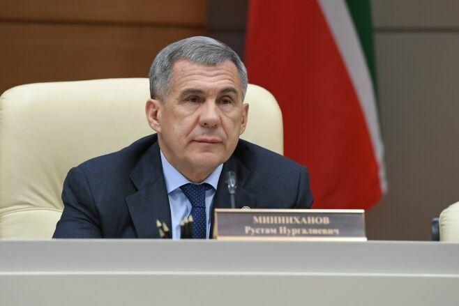 Минниханов поручил усилить работу с должниками по заработной плате