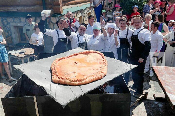 В Казани испекли 26-килограммовый перемяч