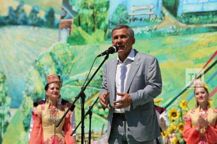 Рустам Минниханов поздравил жителей Татарстана с Сабантуем