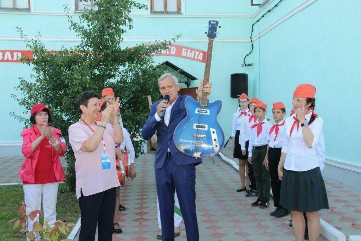 ВЕлабужский музей переехала гитара Сергея Шнурова