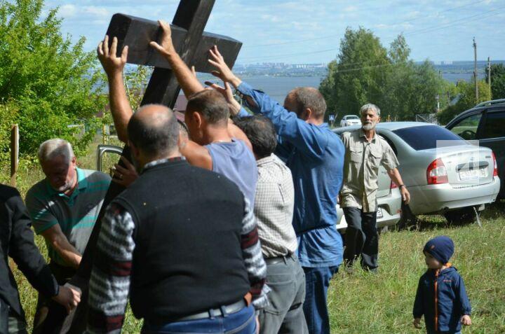 В селе Нижний Услон установлен 3-метровый поклонный крест в память о расстрелах 1918 года