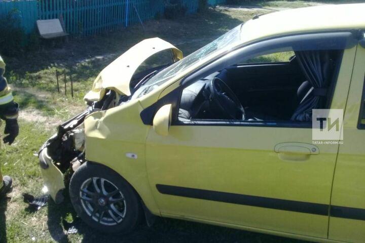 Два человека пострадали при лобовом столкновении иномарок в Лаишево