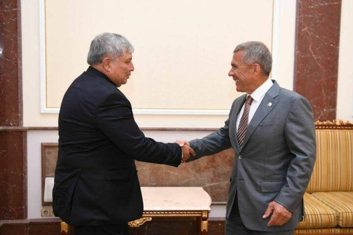 Президент Татарстана встретился с хокимом Ташкентской области