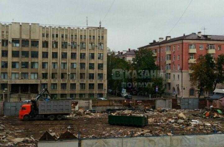 В Казани снесли металлические павильоны Чеховского рынка