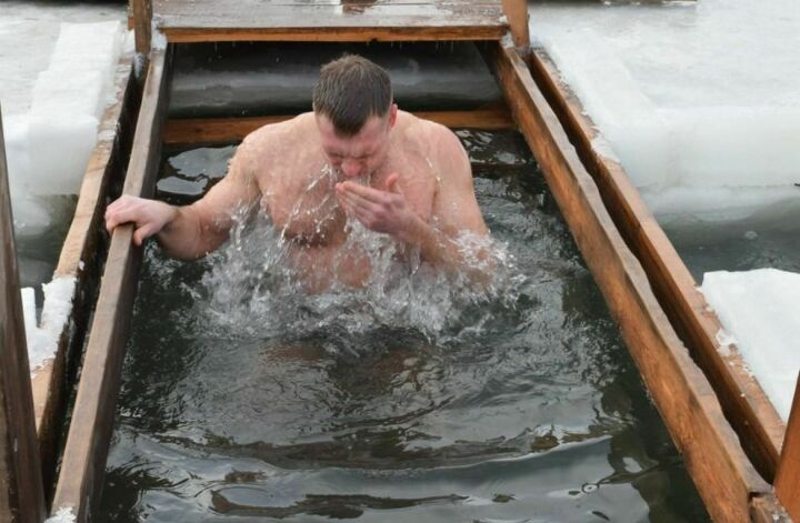 Бойцы Росгвардии поучаствовали в крещенском купании в Пестречинском районе РТ