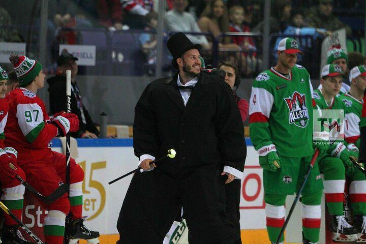 Константин Барулин объяснил своё появление на льду в смокинге во время мастер-шоу КХЛ