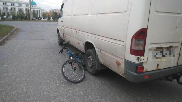 При выезде со двора в Казани водитель грузового «Мерседеса» сбил 10-летнего велосипедиста