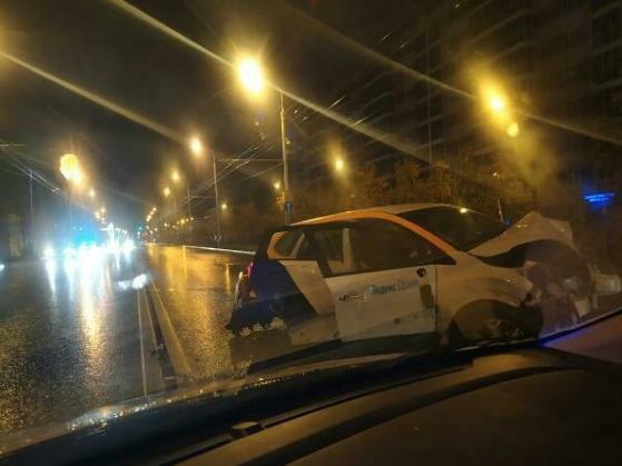 Пьяная девушка в Казани разбила каршеринговый автомобиль «Яндекс.Драйв»