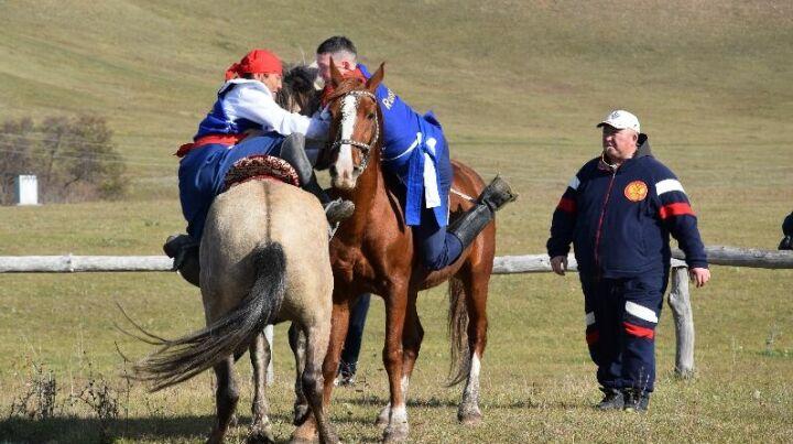 Актанышцы победили на чемпионате Татарстана по борьбе на лошадях «Аударыш»