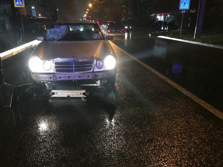 Водитель «Мерседеса» сбил на пешеходном переходе семью в Казани, 4-летний ребенок погиб