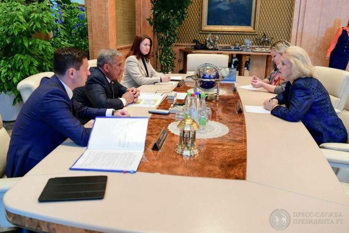 Президент РТ обсудил с Еленой Чайковской развитие фигурного катания в Татарстане
