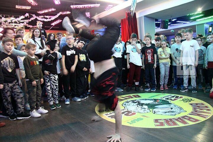 Зрелищность и сила: В Казани проходит турнир по брейк-дансу Break Bars Battle