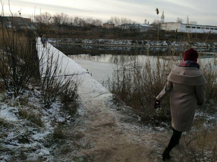 Прокуратура требует, чтобы «Водоканал» разобрался с трубой-мостом через пруд в Казани