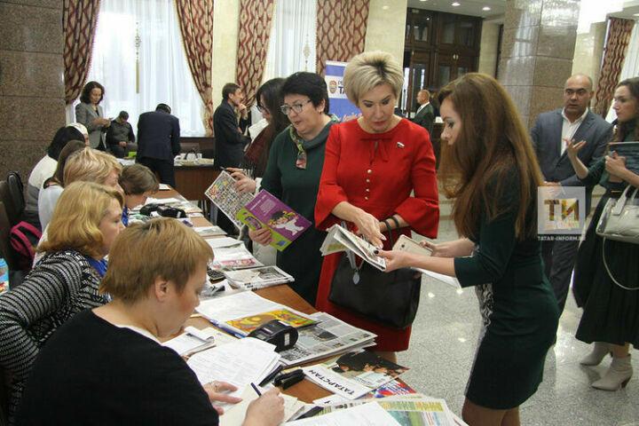 Депутаты Госсовета РТ оформили более 200 подписок во время акции «Подари подписку»