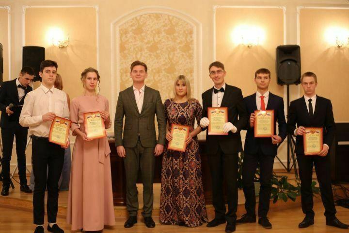 В Алексеевском в День народного единства состоялся молодежный бал