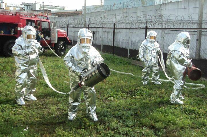 Пенная атака и люди в скафандрах: в Казани учились тушить пожар на «зоне»