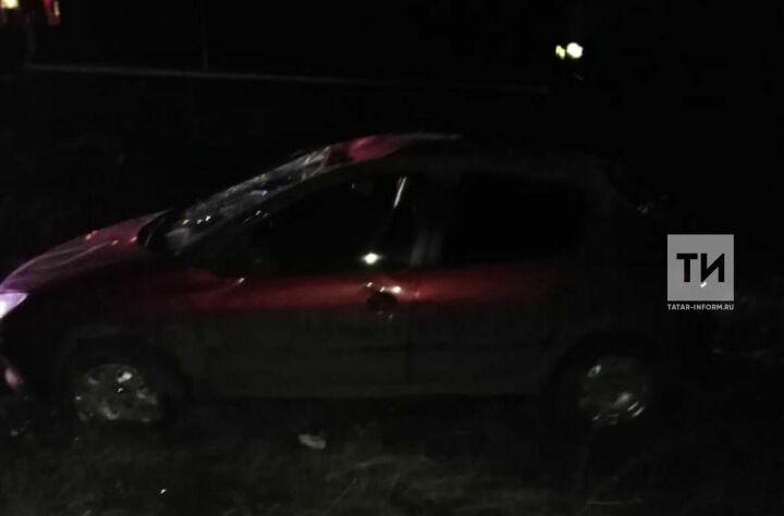 На трассе в РТ легковушка вылетела в кювет и перевернулась, есть пострадавшие
