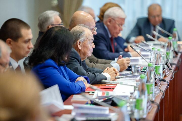 В Госсовете Татарстана стартовал круглый стол по случаю Дня Конституции РТ