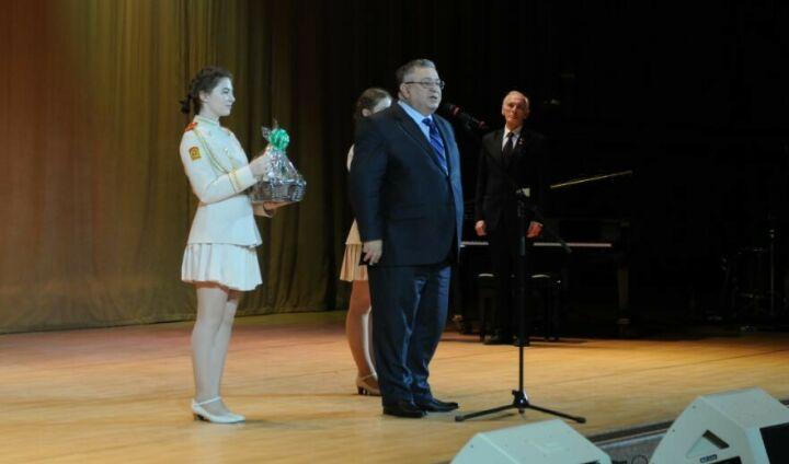 Лановой вручил продюсеру «Созвездие-Йолдызлык» почетную премию «За сбережение народа»