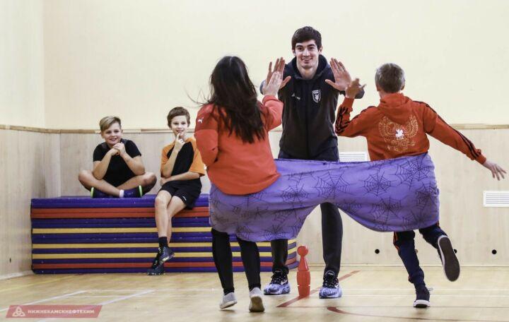 Футболисты «Рубина» вручили подарки воспитанникам Лаишевского детского дома