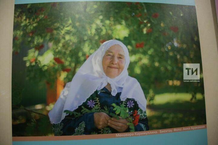 Из Казанского Кремля в галерею АО «Татмедиа» переехала выставка «В объективе – мама»