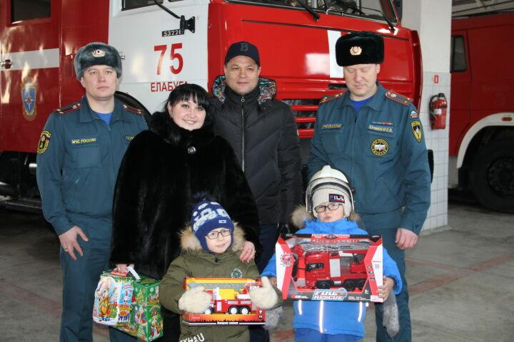 Рустам Минниханов исполнил мечту шестилетнего елабужанина побывать в пожарной части