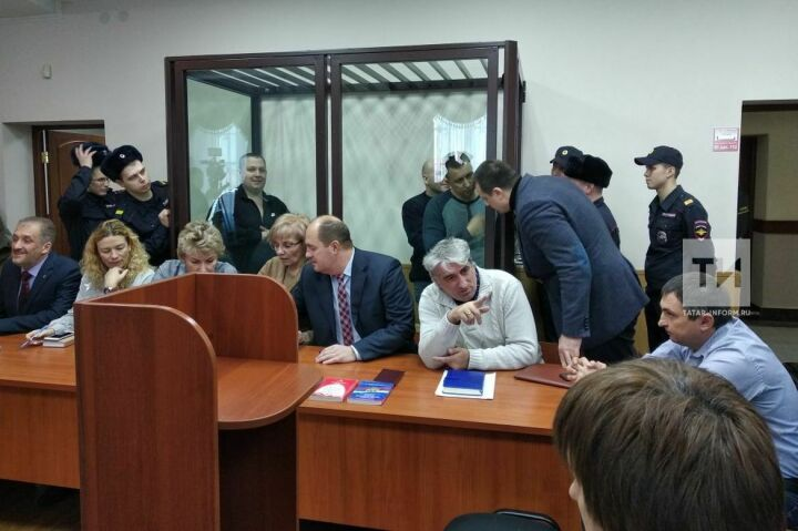 Обвиняемые в кражах запчастей с Казанского Вертолетного завода отказались признать вину
