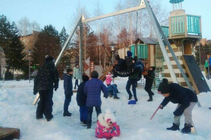 Новыми игровыми элементами пополнился детский городок в менделеевском парке «Дружба»